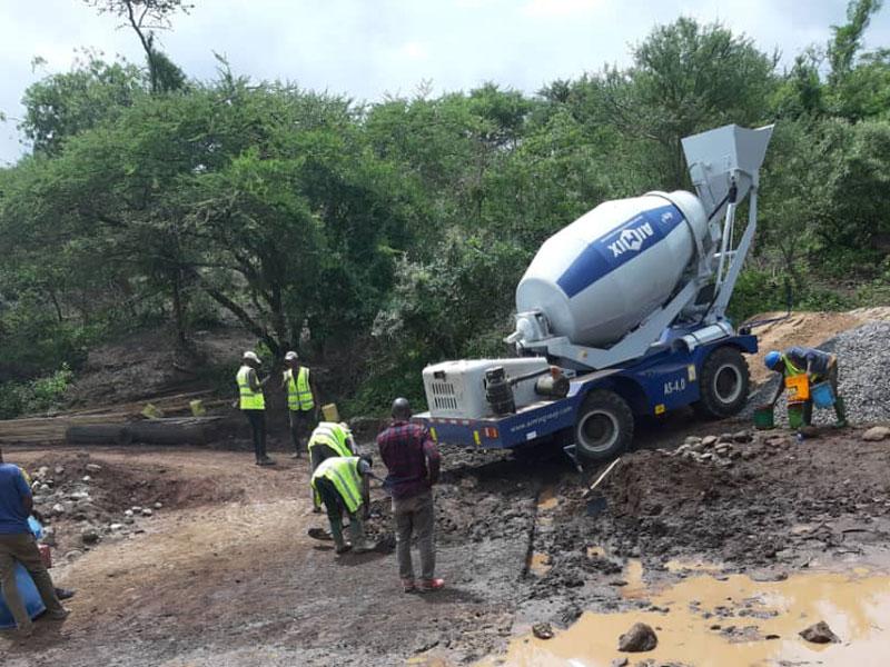 4.0 self loading concrete mixer truck in Tanzania